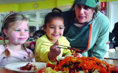 Cal transformar els menjadors escolars en espais educatius