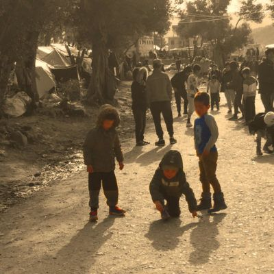 Com viuen la pandèmia els infants refugiats a Lesbos? – Crida a la solidaritat
