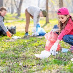 revollida d'escombraries a la natura Fundesplai