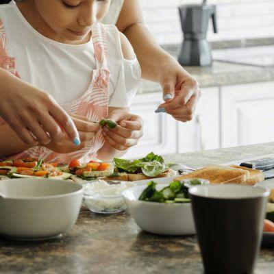 25 llibres de receptes per cuinar amb nens i nenes